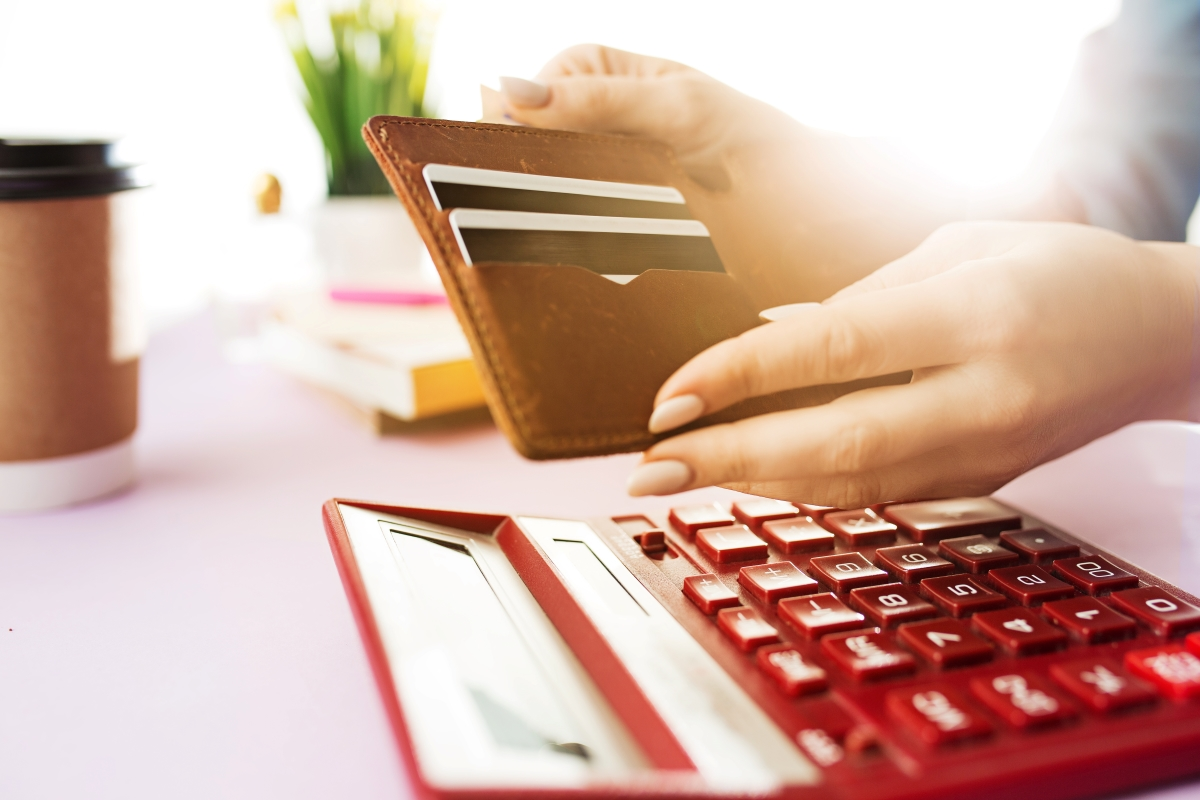 woman-is-holding-purse-credit-card-in-hands-and-P7K46DE